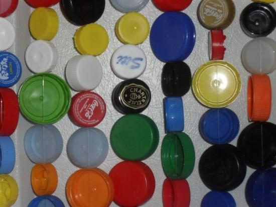 Cortina de tampinhas de garrafas plásticas