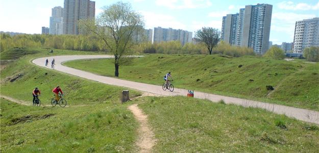 Велосипеды в Москве в парке на Крылатских полях