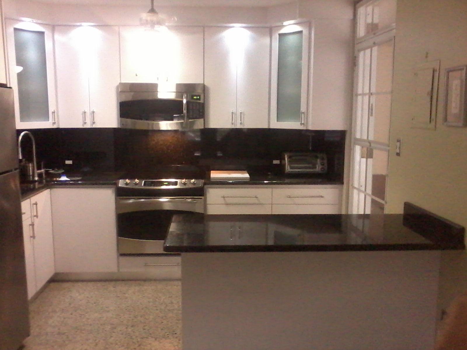 Ebanisteriasammy cocina en madera caoba laminada de color for Cocinas con granito negro