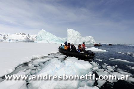 Zodiac - Antartida - Antartica - Andrés Bonetti