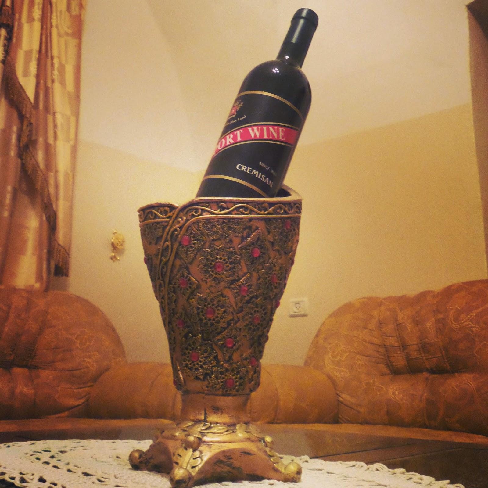 نبيذ الأرض المقدسة