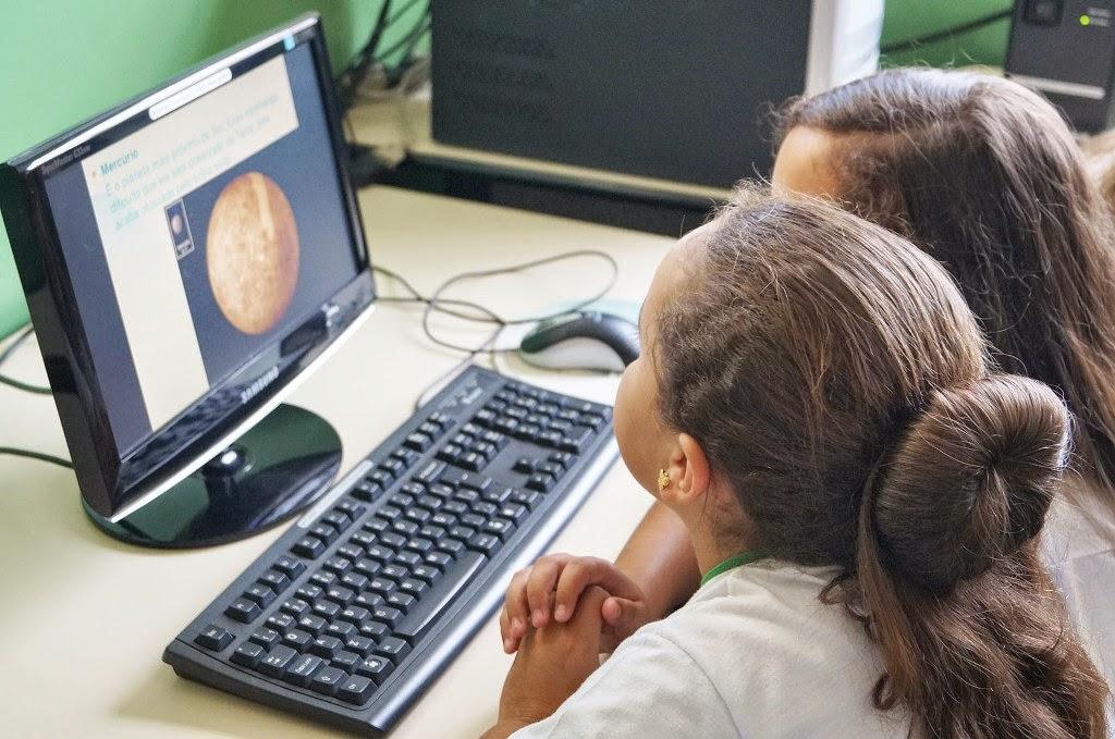 Laboratório de informática é ferramenta educacional em escola do interior de Teresópolis