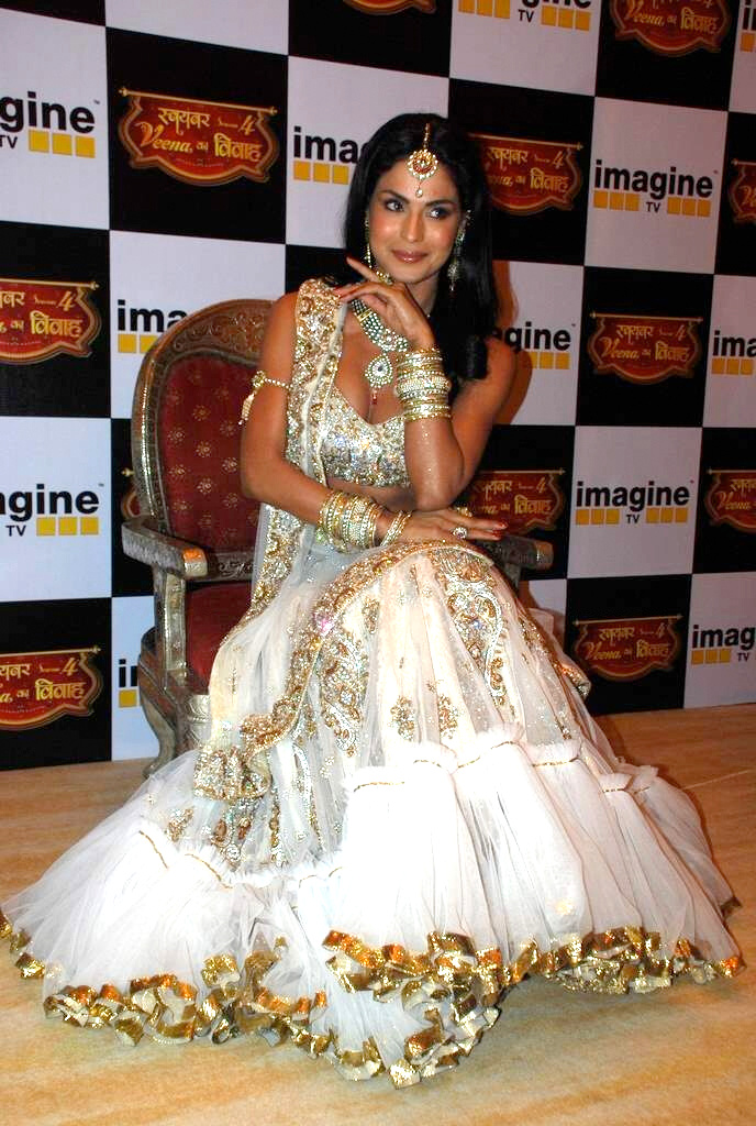 Veena Malik Wedding http://starplus-actress.blogspot.com/2011/12/veena-malik-new-wedding-saree-hot.html