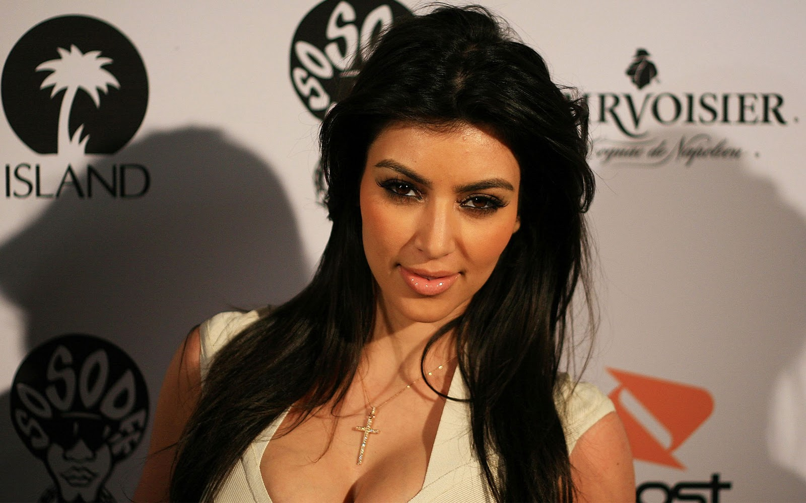 Kim Kardashian Wallpapers 2012