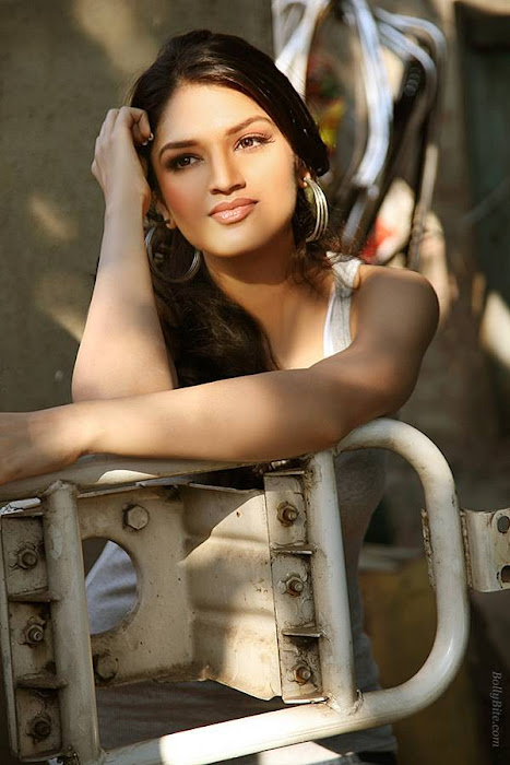 side gorgeous tara alisha hot photoshoot