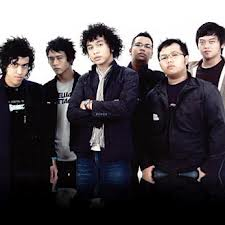 http://partiturnotangka.blogspot.com/2012/09/not-angka-lagu-laskar-pelangi-nidji-ost.html