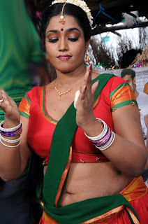 Actress Jayavani Navel Images