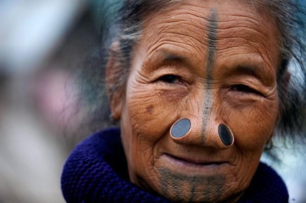 Bộ tộc mũi quỷ và sở thích làm đẹp khác người 5