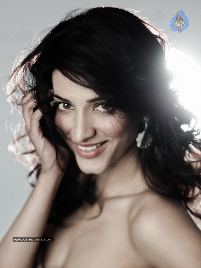 Sruthi Hassan -  Sruthi Hassan Latest HOT Photoshoot Gallery