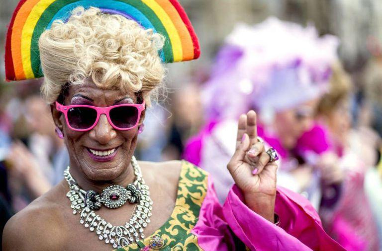 """A organização da Free Pride Glasgow disse que está preocupada que transexuais ou aqueles que não têm um gênero definido possam se sentir """"desconfortáveis"""" com as performances das drag queens."""