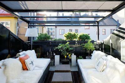 varanda grande com sofá
