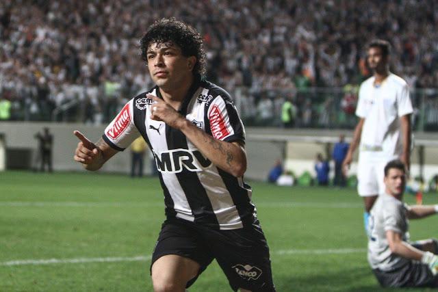Luan abriu o placar com um belo gol de letra no primeiro tempo (Foto: Bruno Cantini/CAM)