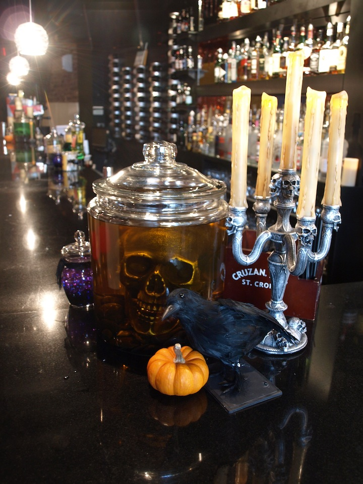 A party style halloween restaurant decorations - Restaurant decor supplies ...
