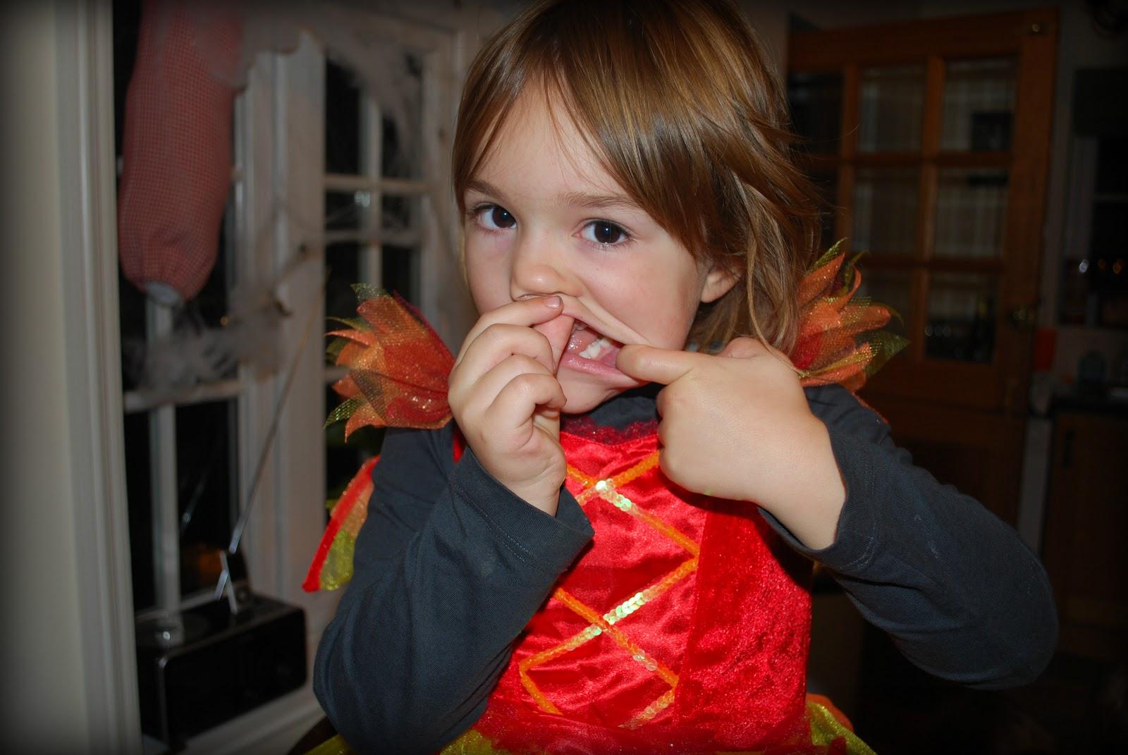http://3.bp.blogspot.com/-7xx-SAKDsjo/UI27kuKIPlI/AAAAAAAAF-s/DjrNBhdTI2c/s1600/Halloween%2Bdevil%2Bwitch.jpg