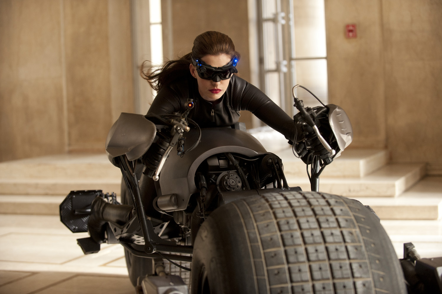 THE DARK KNIGHT RISES - Catwoman Costume Revealed