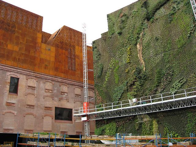 Museu de Madrid tem um incrível jardim vertical