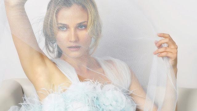 Diana Kruger White Net