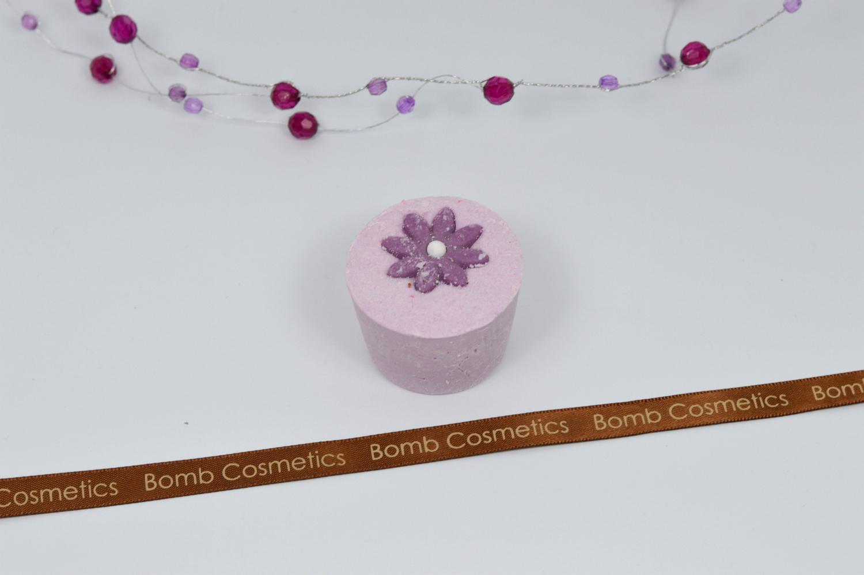 Badecupcake Gänseblümchen violett