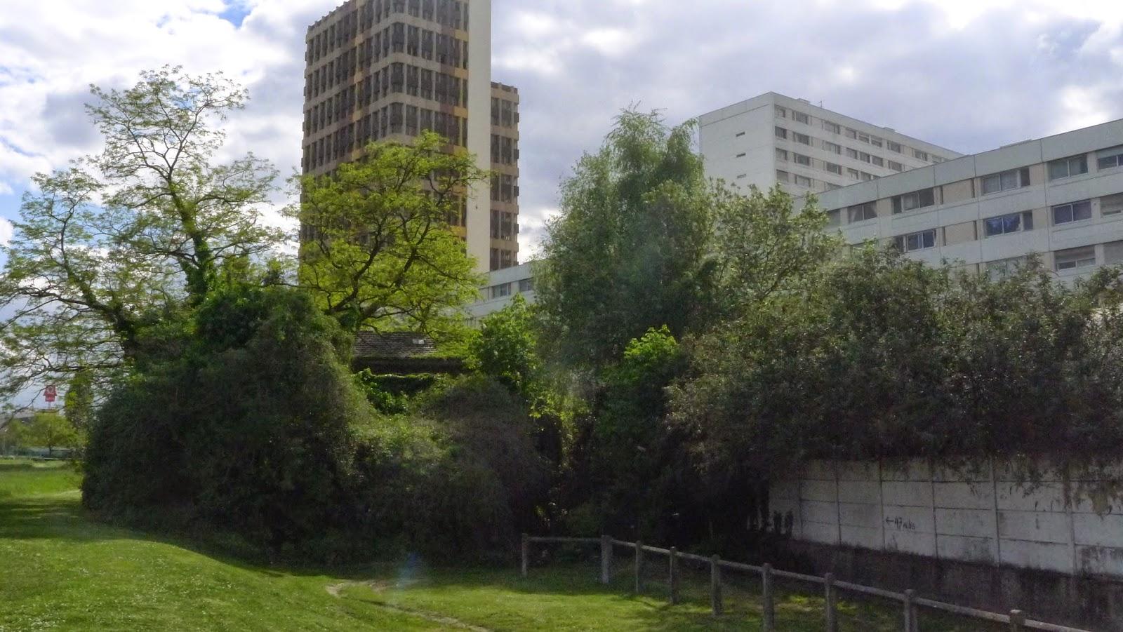 Un ilot de r sistance po tique le moulin fayvon la courneuve - Barriere infrarouge jardin ...