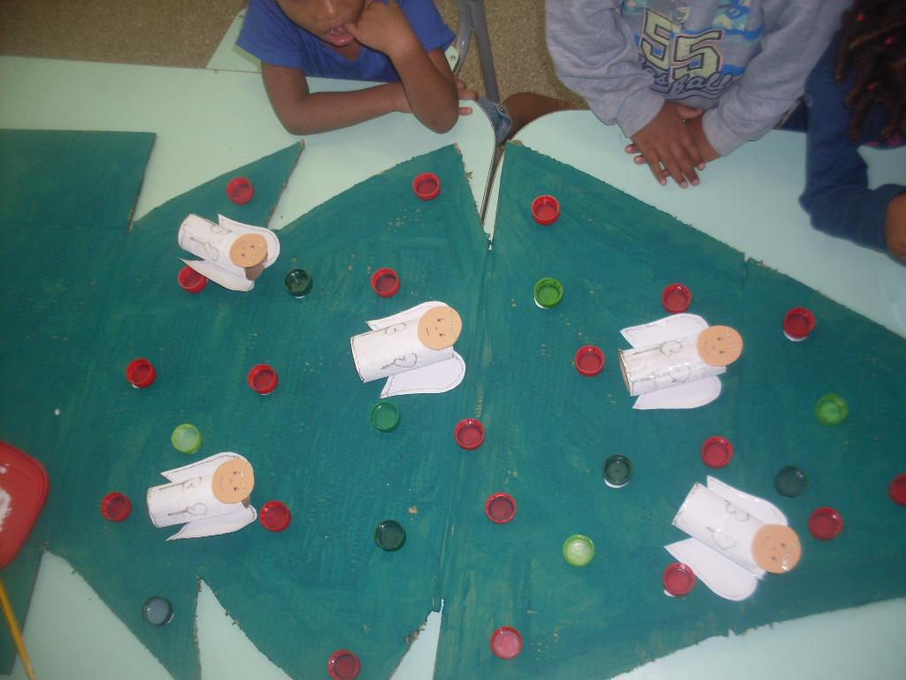 Brincando se aprende com prazer 2015 natal com sucatas for Mural sobre o natal