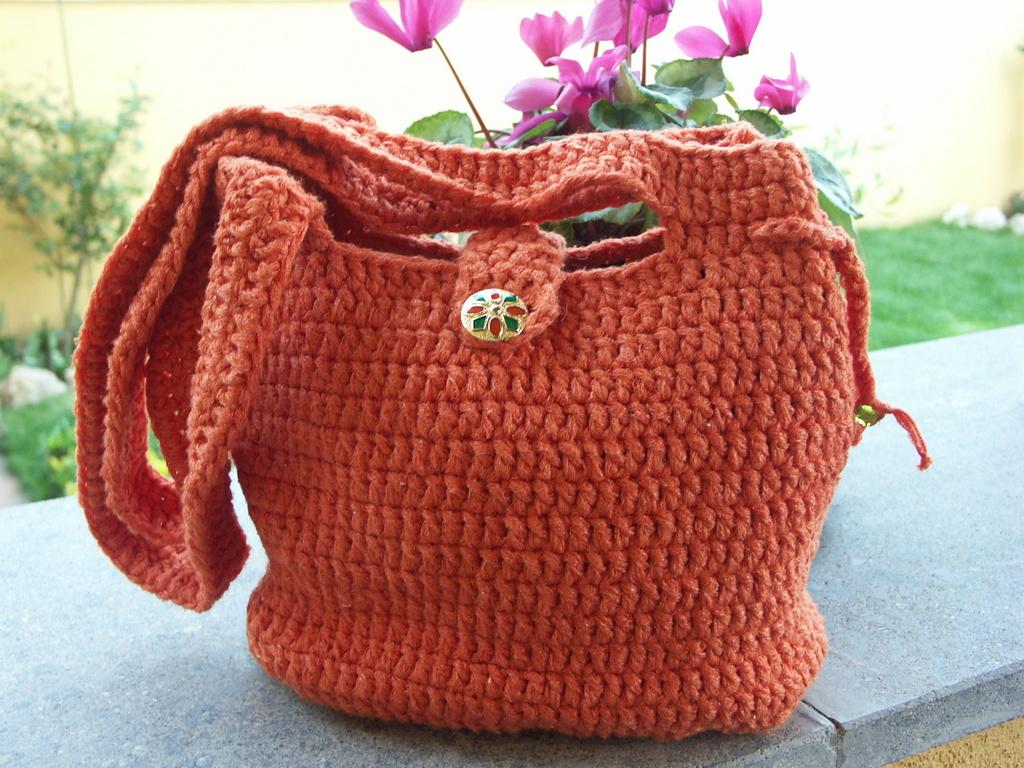 Hobbies time borsa di cotone arancione ad uncinetto con for Schemi borse uncinetto