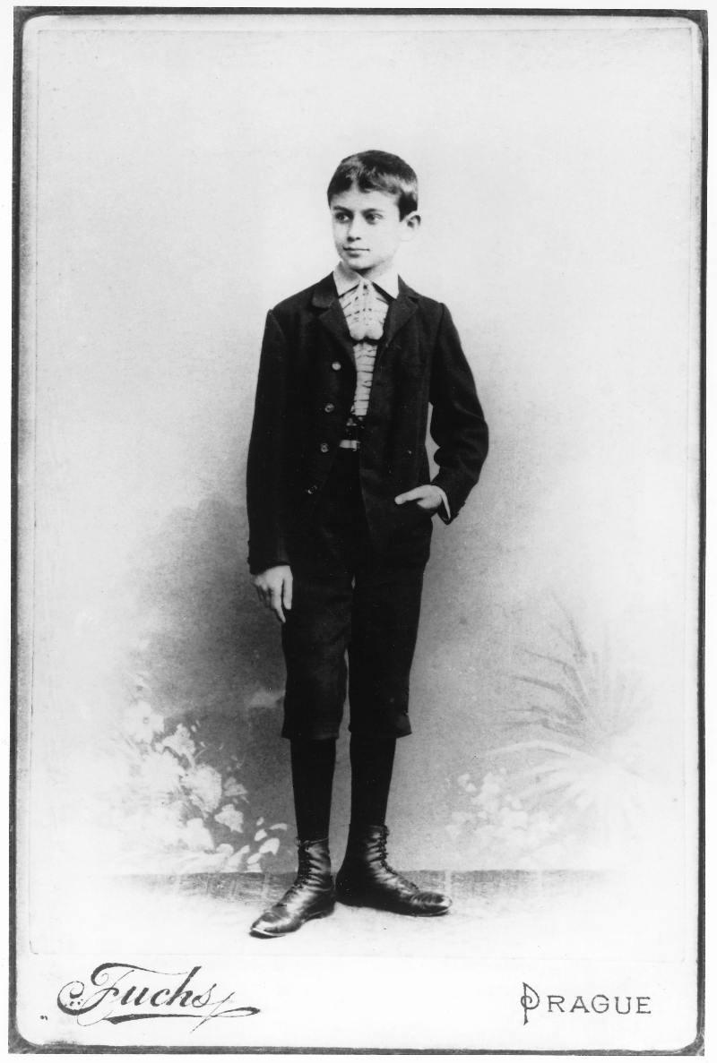 franz kafka Franz kafka was a twentieth-century author of short stories and novels like the castle kafka was born in prague (present-day czech republic) in 1883 to an azhkenazi jewish family.
