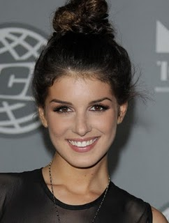 Rgpa http://www.zimbio.com/Girl+Hairdo+Ideas/articles/rpTm_qWMCNS/Easy+Hairdo+Ideas+The+Top+Knot