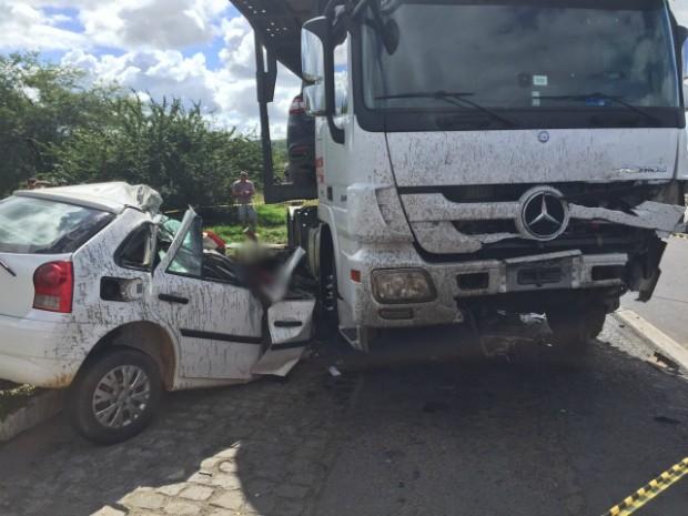 Grave acidente mata quatro pessoas de uma mesma família (Foto: Jeferson Ollafer/Blog Voz da Bahia)