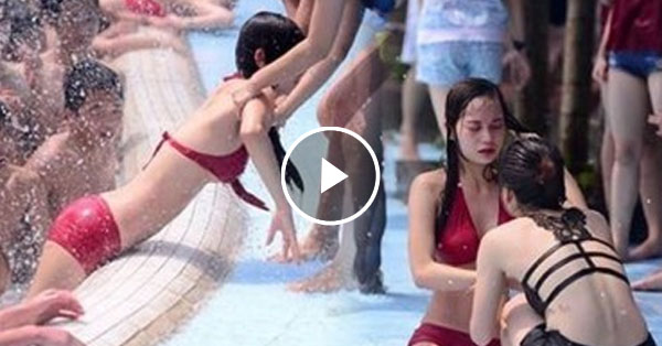 girls stripped water park