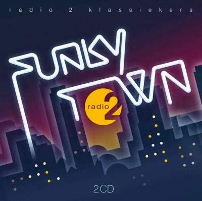2CD FUNKY TOWN - RADIO 2 (P) 2015 UNIVERSAL