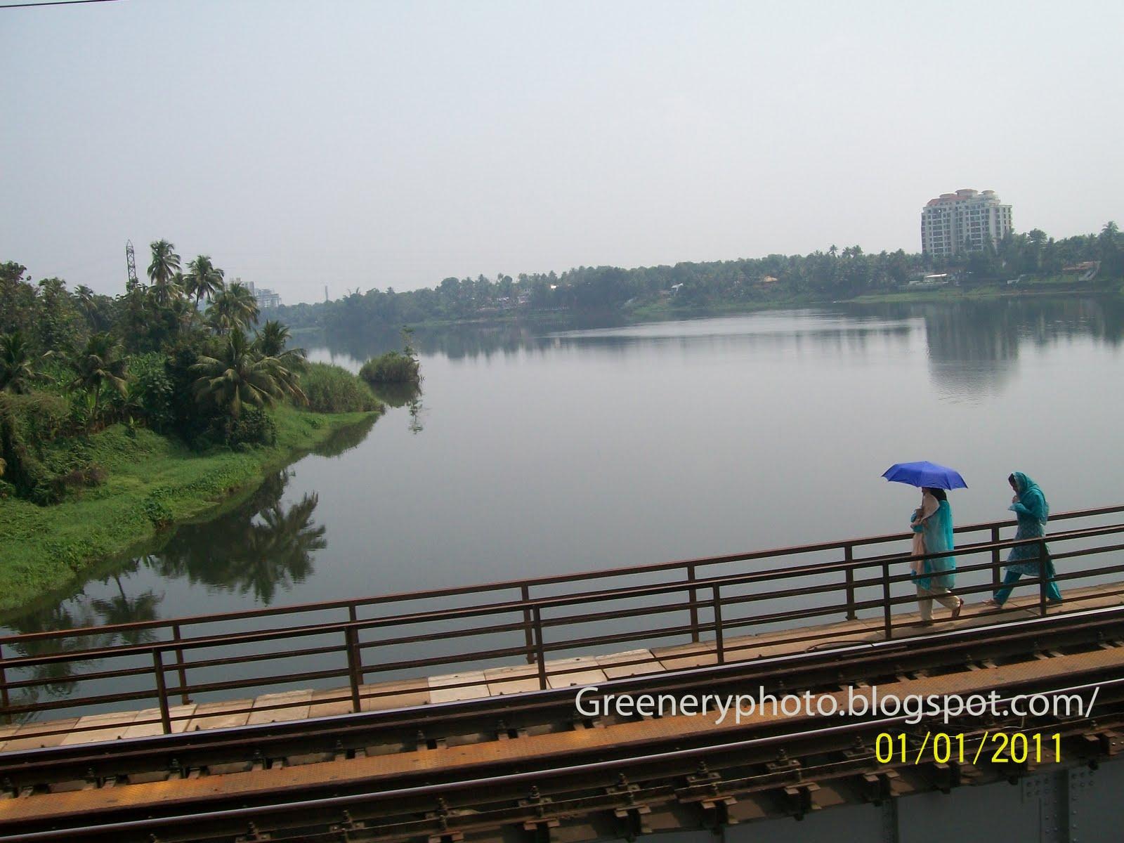 http://3.bp.blogspot.com/-7zqJUHJ_H3Y/Tsr0yqk8M7I/AAAAAAAAAYo/Jljriitd7kc/s1600/Kerala%252Bwallpapers.jpg
