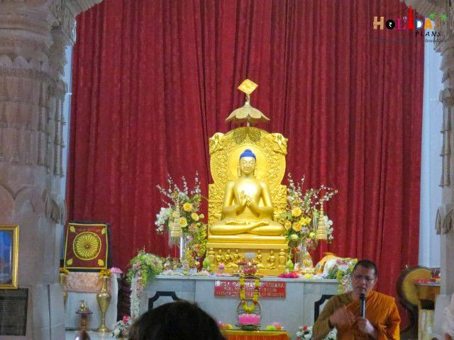Buddha statue inside Mulagandha Kuti temple