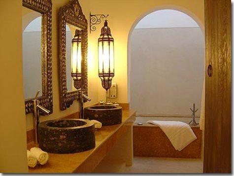 Bathroom in moroccan style moroccan interior design for Moroccan bathroom design