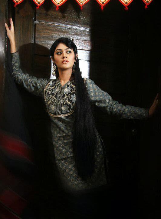Fashion conscious bangladeshi model actress shaina amin for Shaina model