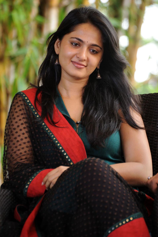 Anushka Latest Cute Photo Stills Telugu Mp3 Songs