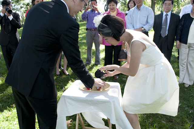 Bride and Groom pour tea for Chinese Tea Ceremony at Central Park