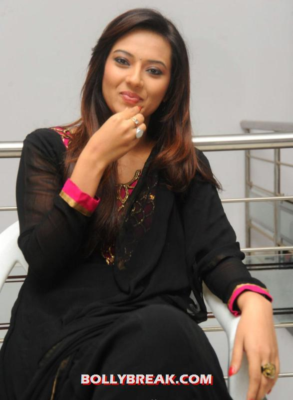 Isha chawla looking sensational in black suit and red nail polish - (6) - Isha chawla photos in black suit