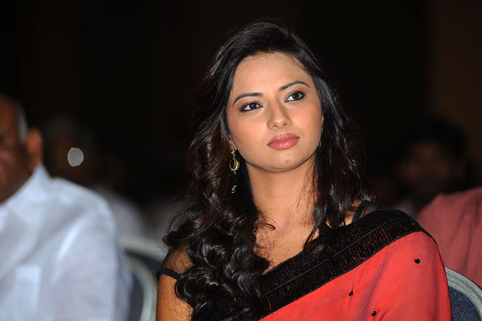isha chawla at poola rangadu audio launch, isha chawla saree latest photos