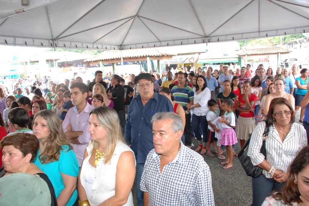 Pais, alunos e moradores de Bonsucesso prestigiam a inauguração