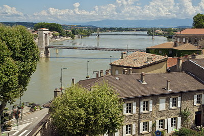 Photo the the roofs and bridges in Tournon sur Rhône
