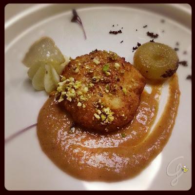Hamburger di pesce azzurro con cipolline caramellate e insalata pantesca di Marcello Valentino