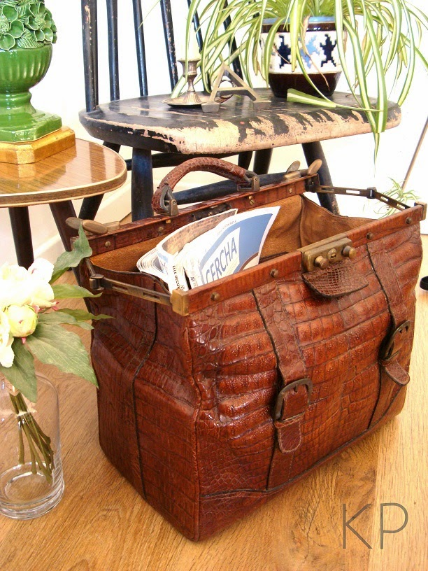Revisteros vintage, lámparas manisses, silla ilmari tapiovaara, objetos vintage online para decoración en valencia.