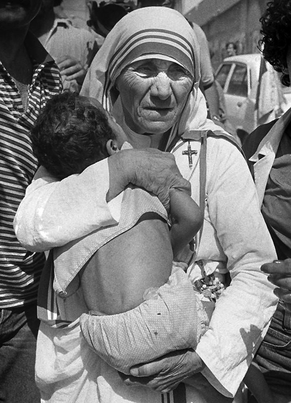 """a biography of mother teresa a humanitarian Mother teresa essay 1 (100 words) mother teresa was a great woman and famous as """"one woman, one mission"""" who had taken a big step to change the world."""