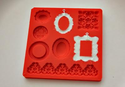 http://3.bp.blogspot.com/-83nIJ4KakBo/Uc0d_d3L89I/AAAAAAAAMq0/83RQ37O15Io/s700/framejewelry1.jpg