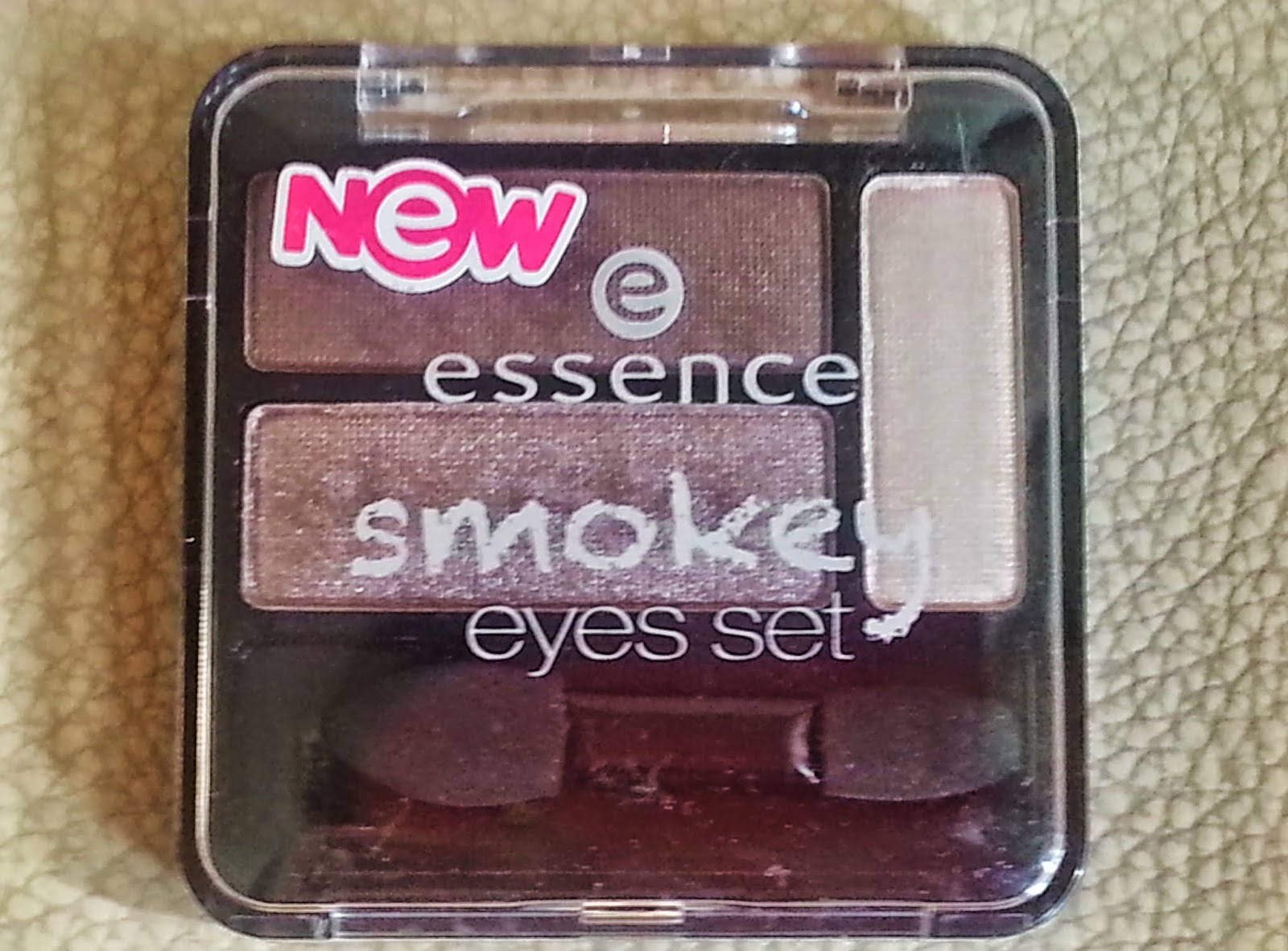 ESSENCE NEW SMOKEY EYES FAR PALETI