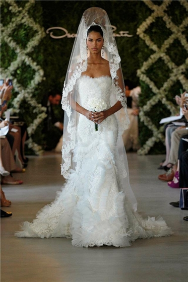 Wedding lady oscar de la renta bridal 2013 oscar de la renta bridal 2013 some truly unique wedding dresses in alternative colors among classic white silhouettes seems the colors light blue and red junglespirit Gallery