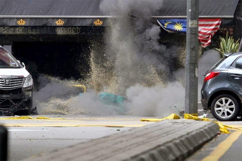 Video Gambar Polis Musnahkan Bom Kedua