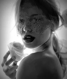 Beijavas-me? não, toco-te com o meu sorriso...