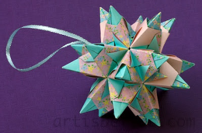Holidays Origami: Christmas Tree Ornaments