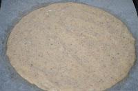 Торт Кармен: Выложить тесто в виде коржа